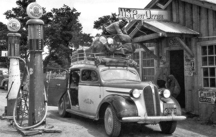1940s Santa Fe taxi driver securing the load
