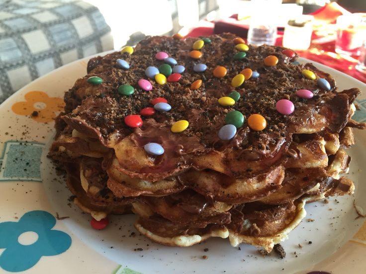 Waffle cake with nutella and candies