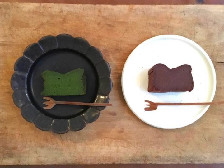 午前中で完売することも。福岡・桜坂のおやつ屋さんでいただく、しっとり濃厚なガトーショコラ | ことりっぷ