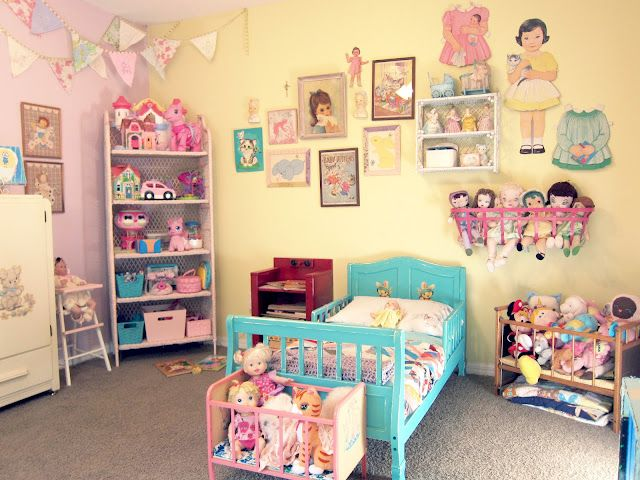 What a sweet little girls room...it looks like a baby doll fantasy world, and I want to go play!
