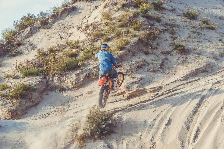 Maico 250 de cross vintage Gentlemen's Factory - Chemise en jean Dude used #VintageJersey #vintagemotorcycle #GentlemensFactory #bikers #bikerclothes #frenchbrand #roadtrip #bikercode #clothes #sweatshirt #teeshirt #leatherjacket #aventure #trophy #dirttrack #bikerwithstyle #bikerwithattitude #menwithclass #ridefast #easyriders #bratstyle #retrofashion #vintagelook #retrolook  /// Photo : Laurent scavone