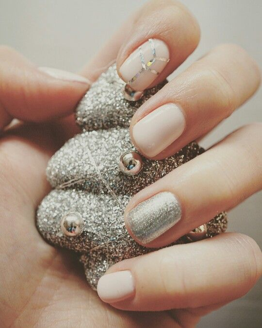 @semilac #semilac #nails #hybridnails #nailart #silverdust #silver #biscuit #nude #nudenails