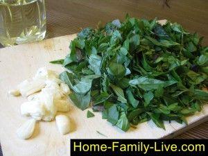 Заморозка базилика с чесноком в растительном масле