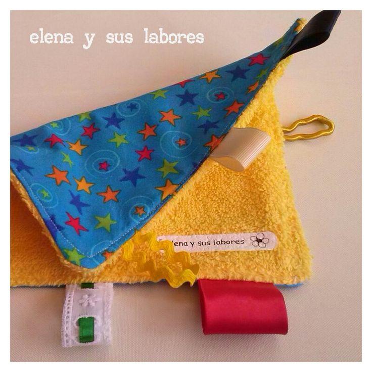 Taggie, manta de etiquetas o Doudou para la estimulacion del bebe, realizado en http://elenaysuslabores.blogspot.com.es/