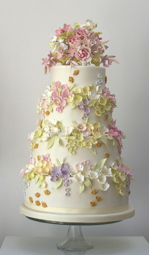 www.facebook.com/cakecoachonline - sharing...Beautiful-tiered-cake-of-flowers-bees