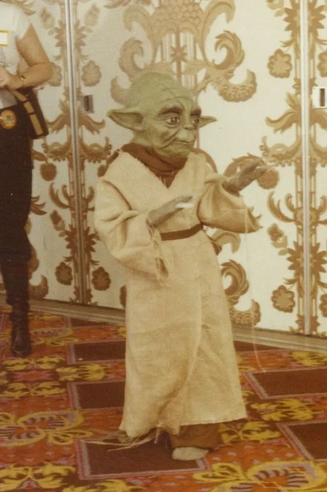 37 Amazing Photographs Capture Cosplayers at a Los Angeles Sci-Fi Convention from the 1980s