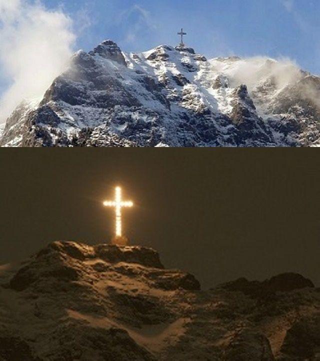 În 2014 Crucea Eroilor de pe Caraiman a intrat în Cartea Recordurilor fiind cea mai înaltă cruce din lume (39,30 m), amplasată la peste 2.291 de metri.--------------------------------2014 Cross Heroes on Caraiman (Romania) entered the Guinness Book of Records as the tallest cross in the world (39.30 m), located at over 2,291 meters.