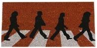 Original felpudo de los Beatles sobre Abbey Road. Llevate este mítico felpudo de los chicos de Liverpool. ¡Encuentralo en nuestra web!.