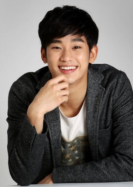 Kim Soo Hyun - I can't decide if it's his eyes or his lips or his hands... Or EVERYTHING. :3