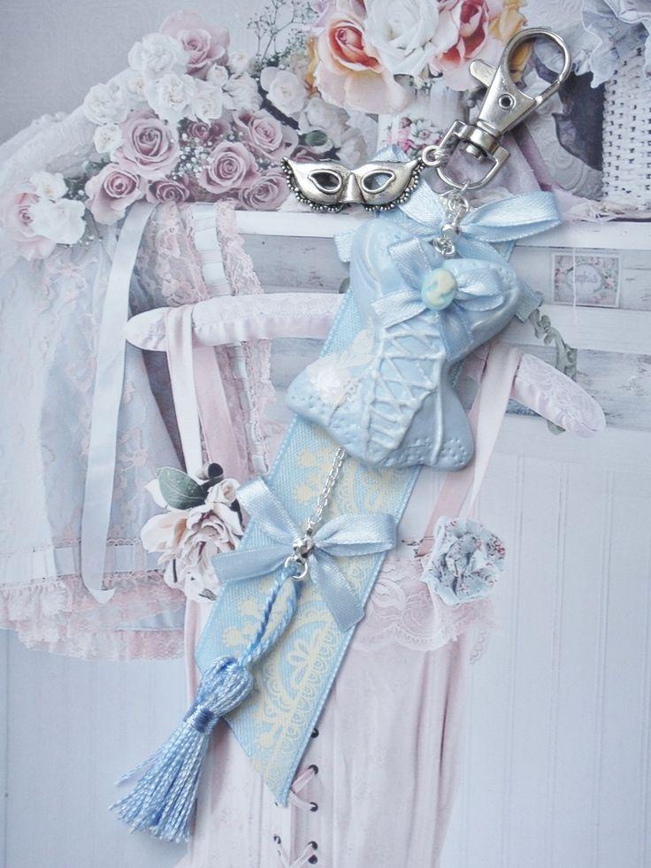 bijou de sac corset shabby bleu en fimo : Autres bijoux par maemele