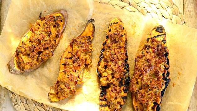 Härkiksellä ja juustolla kuorrutetut bataatit maistuvat vegepäivän arkiruokana.