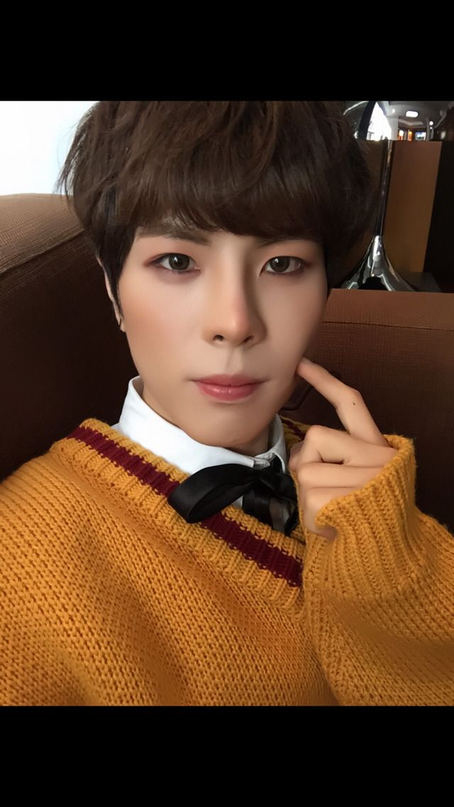 """[kisu fancafe update trans 170430] """" 24K solid gold is 100% pure The vote is now 45%!!!!! ㅠㅠㅠㅠㅠㅠㅠㅠㅠㅠㅠ I'll watch all night!!!!!! Come on, guys We can do it, right? vote !!!!!!!!!!!!!!!..."""