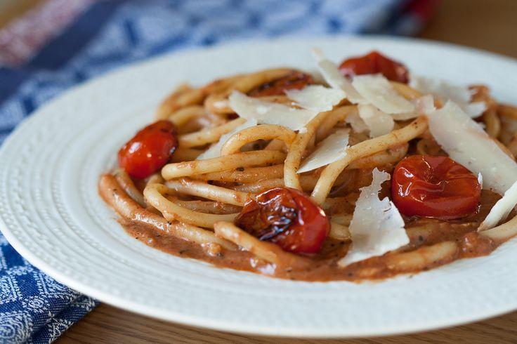 Paste cu sos de rosii si smantana - Taste Bazaar
