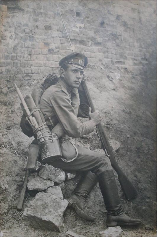 WWI, Soldier with his equipment.