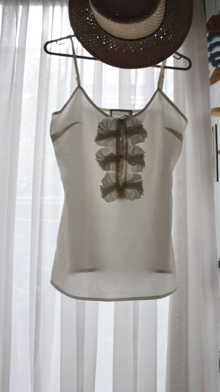 #singlet, easy to match with jeans, skirts or leggings...