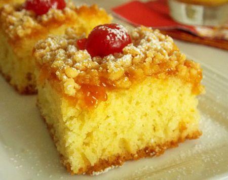 Prajitura cu gem de caise este un desert foarte gustos, usor de preparat. Puneti inlocuit gemul de caise cu gem de piersici sau de prune, dupa preferinte.