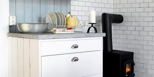 LAGE KJØKKEN SELV: Dette kjøkkenet kan du enkelt lage selv fra Ikea skrog.