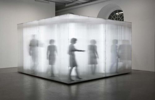Sebastian Hempel  Beziehungskiste  2009  420 x 420 x 250cm  Polycarbonatplatten, Leuchtstoffröhren, Holz  @Galerie von Bartha, Basel CH; Fridericianum, Kassel
