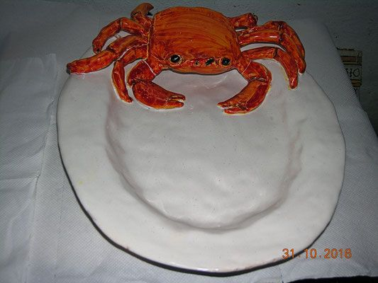 PIATTO CERAMICA CON GRANCHIO FATTO INTERAMENTE A MANO crab pot pottery http://www.leceramichedigabriella.com/shop-online/ceramiche-artistiche-creazioni-fatte-a-mano-varie/