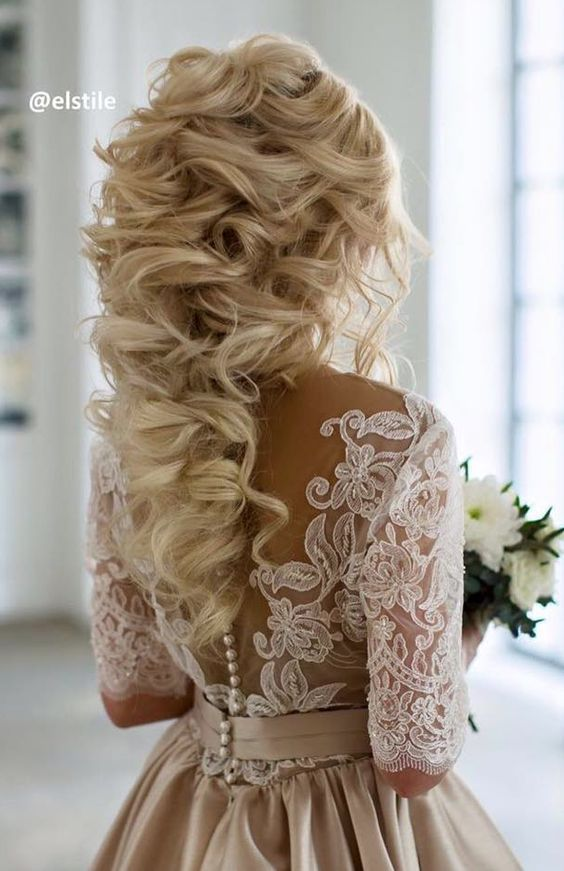 Long Curly Wedding hairstyle idea via Elstile / http://www.deerpearlflowers.com/26-perfect-wedding-hairstyles-with-glam/