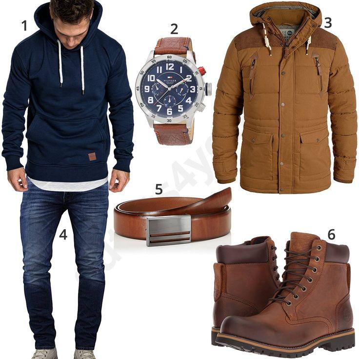 Winteroutfit mit blauem Amaci&Sons Hoodie, Merish Jeans, Tommy Hilfiger Armbanduhr, Ledergürtel, Timberland Stiefeln und braunem Solid Parka.