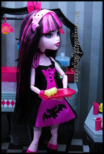 Monster High Draculaura Die-Ner