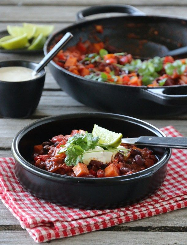 CHILI SIN CARNE MED SØTPOTET kunne hatt i mer krydder for en dypere smak - god med chips og guacamole + rømme