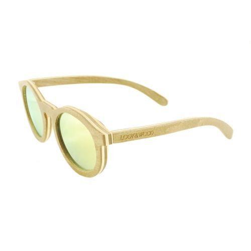 Ben jij op zoek naar de ultieme festivalbril? Dan is ons houten zonnebril Bunya helemaal jouw ding. De combinatie van het bijzondere Skateboard hout van 5 lagen met de spiegelende gele glazen, maken deze bril tot een absolute eye-catcher. De naar buiten verende pootjes zorgen er voor dat ook een wat breder gezicht geschikt is voor het dragen van deze bril. Uiteraard zijn ook de glazen van de bril van hoge kwaliteit en zorgen deze absoluut voor veel kijkplezier.