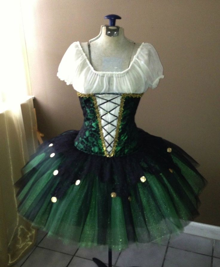Tutu I found on ebay, love the black over emerald in the skirt.