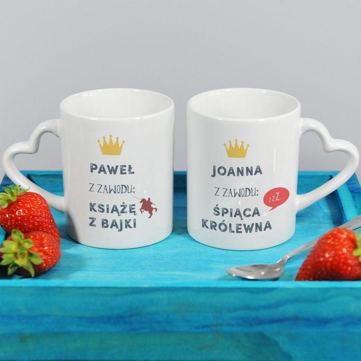 Szukasz pomysłu dla dobrze dobranej pary? Takie kubki to strzał w dziesiątkę! Kawa z takiego kubka obudzi najgłębiej śpiącą królewnę, a herbata os... Więcej na naszej stronie https://mygiftdna.pl/.