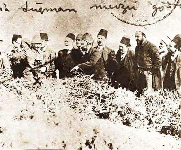 1915 yada 1916  Çanakkale olamali.... cephede bilgilendiriyor Atatürk.