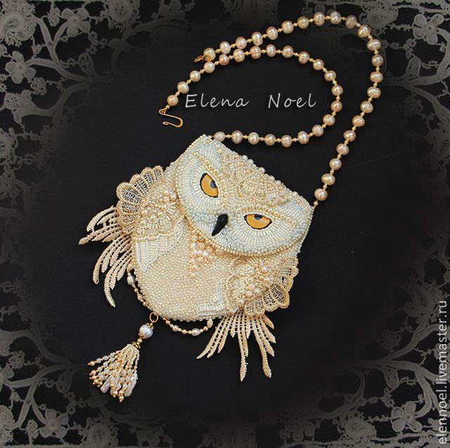 Купить Снежная сова Вышитый бисером кулон - кармашек монетница с белой совой - золотой, кремовый