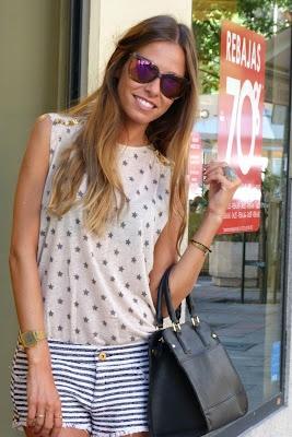 Marta Carriedo del blog It girl con bolso de piel, gafas y anillo de nuestras tiendas