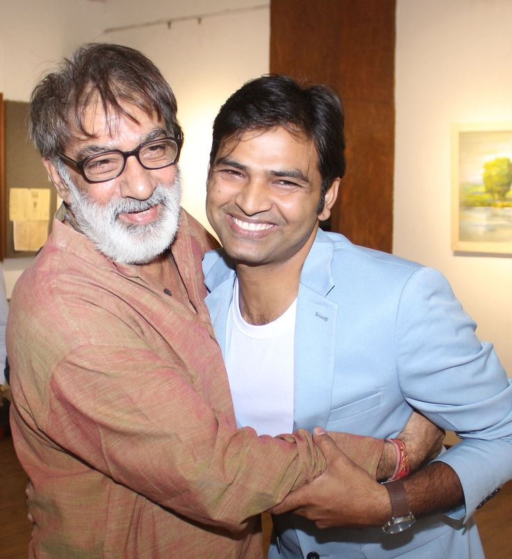 Artists Prithvi Soni and Sonu Gupta share a moment at Sonu Gupta's Strokes of Romanticism art show at Artists' Centre Art Gallery