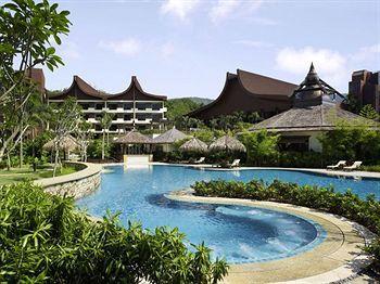 Populer sebagai kawasan wisata sejarah, Penang banyak dikunjungi oleh wisatawan lokal dan mancanegara. Wajar jika penginapan dan hotel mewah banyak bermunculan di kota ini. Shangri-La's Rasa Sayang Resort & Spa disebut-sebut sebagai hotel mewah terbaik di Penang. Mau nginep disini? Boleh -> http://www.voucherhotel.com/malaysia/penang/206327-shangri-la-s-rasa-sayang-resort-spa-penang/