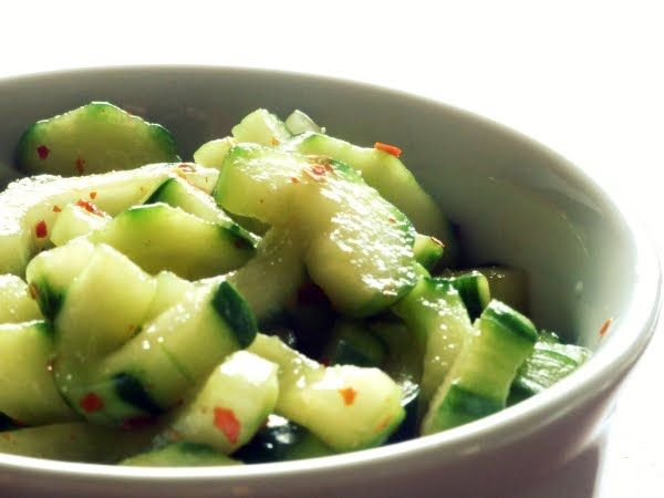 2 cucumbers/english cucumbers 1/2 tbsp salt 1/2 cup rice vinegar 1/8 cup water 1 tbsp soy sauce 1 tbsp sugar 1/2 tbsp red pepper flakes (optional, use 1 tbsp for extra spicy) 1/2 tbsp granulated garlic 1 tsp sesame oil 1/2 tbsp roasted sesame seeds (optional)