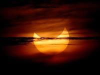 L'abbraccio del Sole  nell'eclissi 'anello di fuoco'