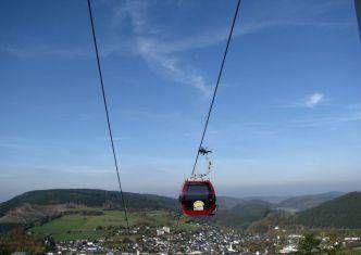 Moderne Kabinenbahn, Gondelbahn, ganzjährig geöffnet, barrierefrei.-Tourist Information Willingen