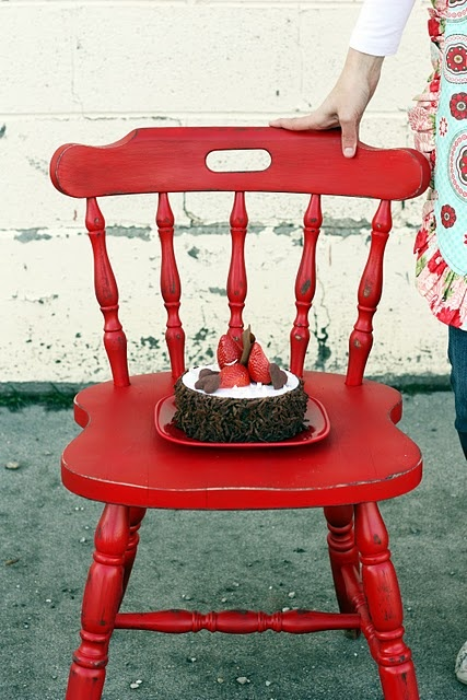 Cheery red chair re-do!: Crafty Chairs, Chairs Makeovers, Painting Furniture, Furniture Ideal, Diy Distressed Chairs, Red Chairs, Diy Spraypaint, Accent Chairs, Chairs Redo
