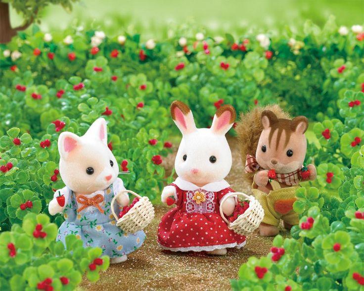 Κάθε άνοιξη το χωριό των Sylvanian Families είναι στολισμένο με φράουλες.