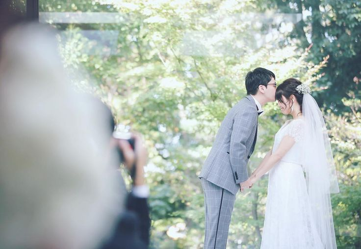 誓いのキスの時の手の置く位置 | marry[マリー]