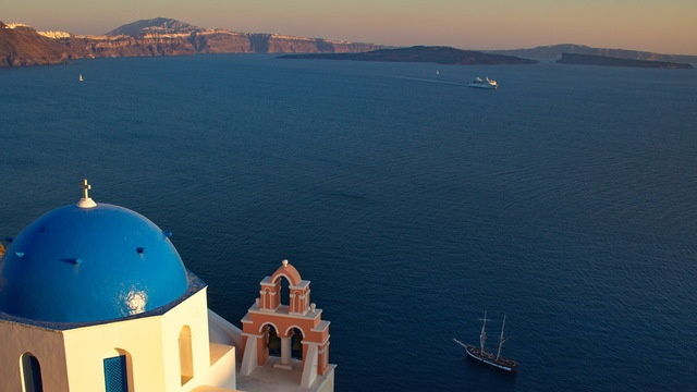 Things to do in Santorini: improve your photography skills while getting an insider's view of the island #Greece