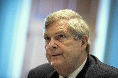 Immediately after U.S. Secretary of Agriculture Tom Vilsack concluded his remarks at the Good Food Festival in Chicago Thursday, he was approached by a couple of admirers — and one ardent supporter of GMO labeling who wanted to bend the politician's ear.The debate on labeling products that contain GM