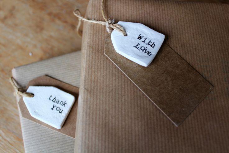 Set van 4 handgemaakte cadeaulabels van witte klei door PoesenFlip op Etsy