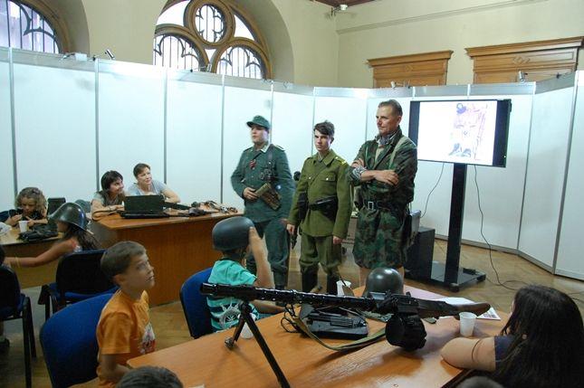 Participarea Asociației Redescoperă Istoria la Școala de Vară de la Palatul Suțu (4 iulie 2015)
