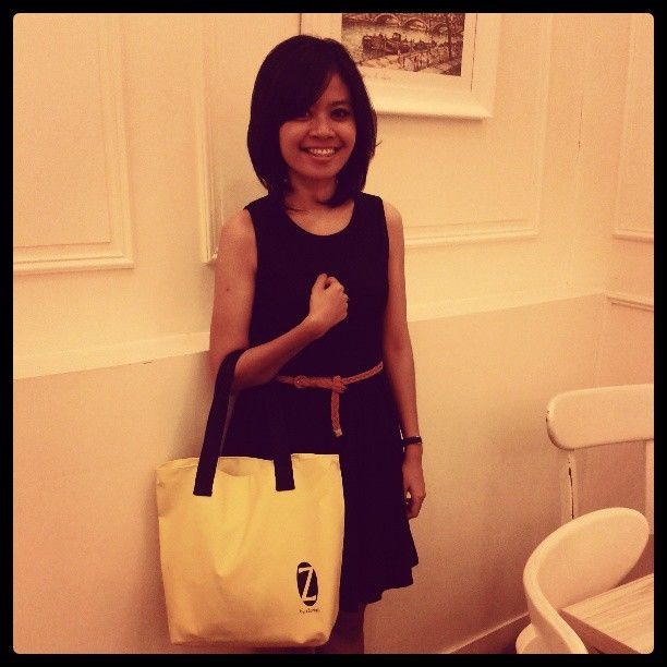 Miss @taniakusumaa  is wearing her best LBD and z tote to finish it off stylishly..... #azurbali #drybags #ootd #picoftheday #iphoneindonesia