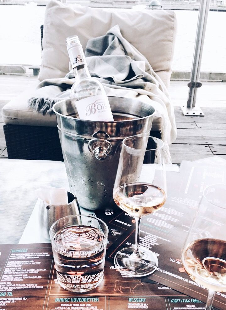 Girls night with rosé wine