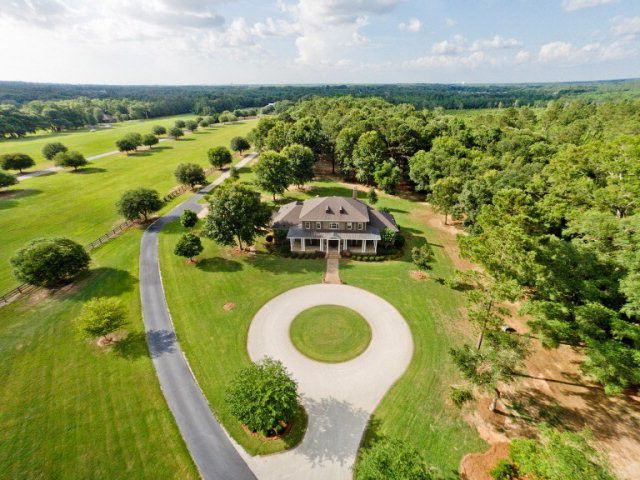 Beautiful Fairhope Alabama Home On Over 12 Acres Of Rolling Green Hills And Close To Mobile Bay The Gulf Mexico Beaches Read More At Fair