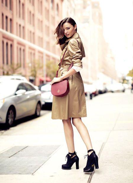 Miranda Kerr   1983년 4월 20일 (오스트레일리아)   빅토리아 시크릿 모델로  글래머스러한 완벽함 몸매로 사랑받았던 미란다 커 현재는 올랜도 블룸의 아내이자 플린이의 엄마로 더욱 유명해요 아이엄마이지만 몸매는 그대로~완벽한 몸매 너무 부러워요  ㅜㅡㅜ   몸매도 몸매이지만 심플하면서도 시크한 그녀의 스타일로 더욱 사랑받고 있는 미란다커   오늘은 미란다커의 코디사진들을 모아보...