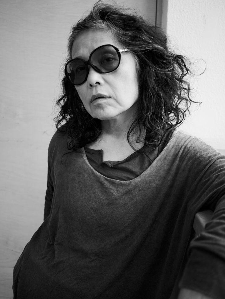 Den feministiska ikonen Hiromi Itō är översatt till svenska i antologin Gratulerar till din förgörelse. Tone Schunnesson möter den japanska poeten som inspireras av ätstörningar, moderskap och åldrande vaginor.